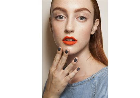 Lipstik Hitam 5 cara memilih warna lipstik yang tepat untuk bibir hitam