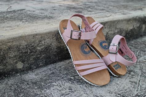 Sepatu Wanda Panda 9 atribut yang wajib dibawa wanita saat traveling