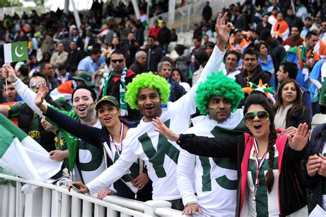 pakistan fans india vs pakistan cricket fans go crazy in stands