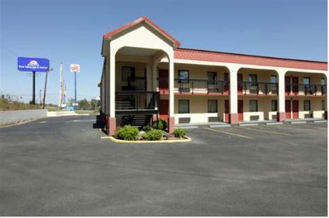 americas best value inn suites 66 7 1 2018 prices hotel reviews lake charles la americas best value inn and suites macon macon hotel motel lodging