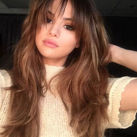 Selena Gomez Hairstyle by Selena Gomez Debuts New Fringe Hairstyle