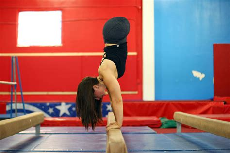 with no legs gymnast born with no legs discovers dominique moceanu is biological daily