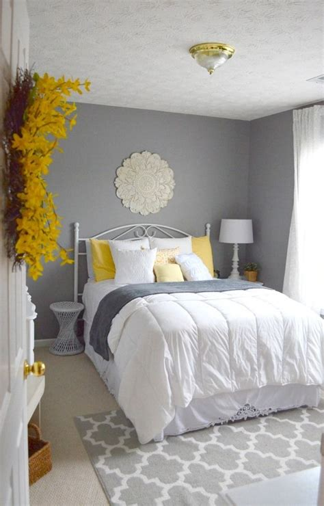 Gray Wall Bedroom Decor by Guest Bedroom Gray White And Yellow Guest Bedroom