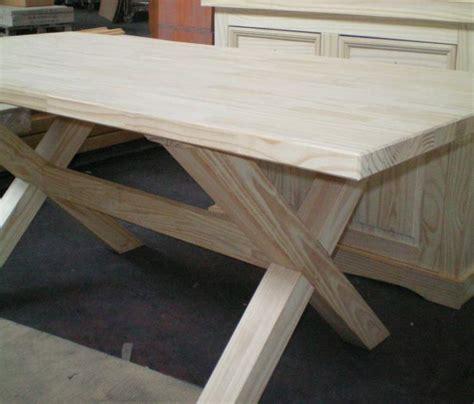 tavolo grande legno massello verniciatura a pineto