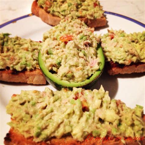 cucinare con l avocado crostini con avocado e tonno la maga in cucina