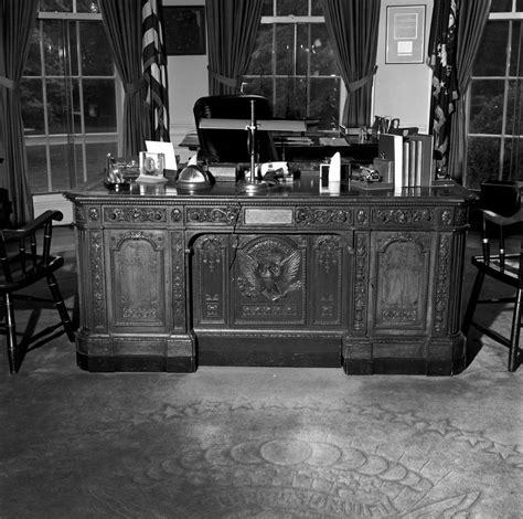 Oval Office Resolute Desk Kn 23056 A President F Kennedy S Hms Resolute Desk In The Oval Office F Kennedy