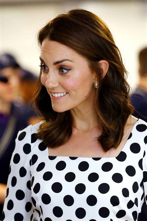kate middleton looks gorgeous with new hairstyle rides kate middleton hair looks stylebistro