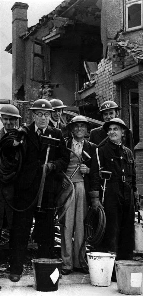 Faces of The Blitz and England in World War 2 (40 Photos