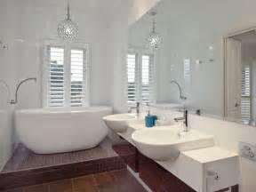 Modern bathroom design with freestanding bath using ceramic bathroom