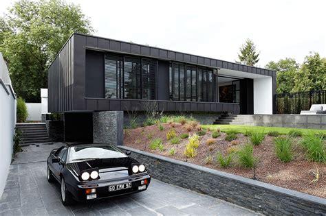 umweltfreundliches designhaus mit pool und klaren linien