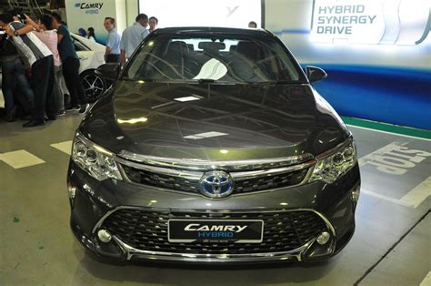 toyota camry mileage per litre toyota rolls out ckd camry hybrid carsifu