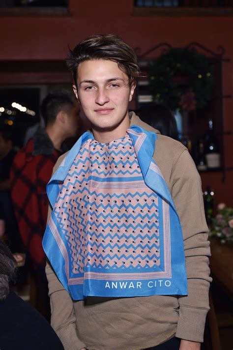 how old is anwar hadid gigi hadid s 16 year old brother just got a modeling contract
