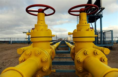 putin mulls end of gazprom monopoly pipeline gas