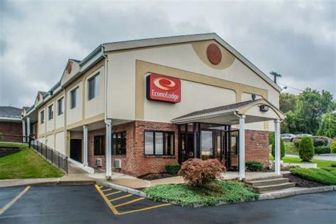 disgusting review of econo lodge dewitt tripadvisor