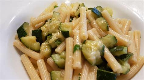 pasta veloce e semplice da cucinare pasta e zucchine un primo semplice e veloce cucinare it