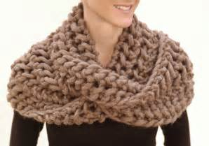 Bernat Infinity Scarf Pattern Bernat Yarn Free Patterns Catalog Of Patterns