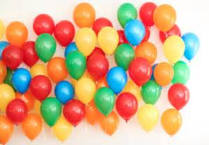 Great Potluck Main Dishes - how to set up a balloon wall photo backdrop for your next party evite