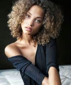 20 naturally curly brief hairstyles pinkous