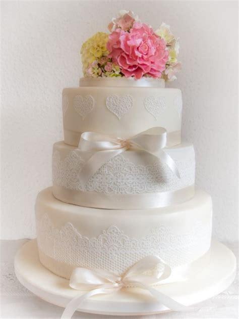 Hochzeitstorte Spitze by Fr 252 Hlingshafte Hochzeitstorte