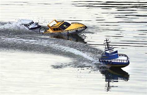 membuat robot kapal its unjuk gigi dalam balapan robot kapal liputan islam