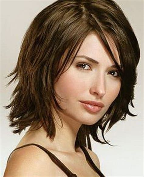 short hair just above the shoulders layered with a fringe above shoulder length hairstyles w