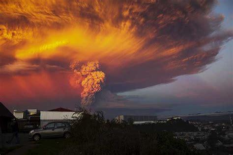 images massive calbuco volcano eruption turns sunset