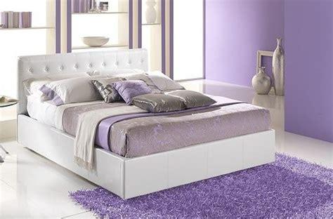 colori ideali per da letto glicine e bianco colori freddi e delicati ideali per la