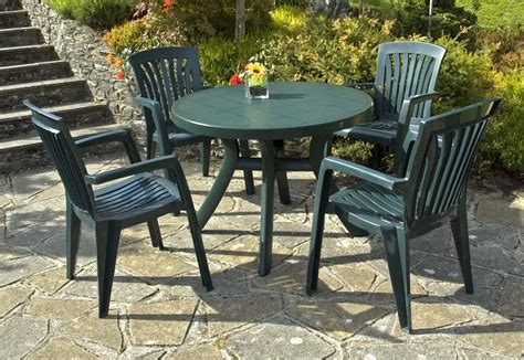 Resin Patio Tables And Chairs by Plastic Patio Chairs For Relaxing 3258 Furniture Ideas