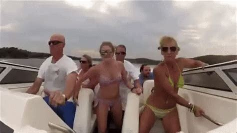 party boat gif speedboat failing gif speedboat boat failing discover