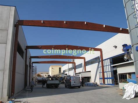capannoni industriali in legno copertura in legno tra due capannoni copertura in legno