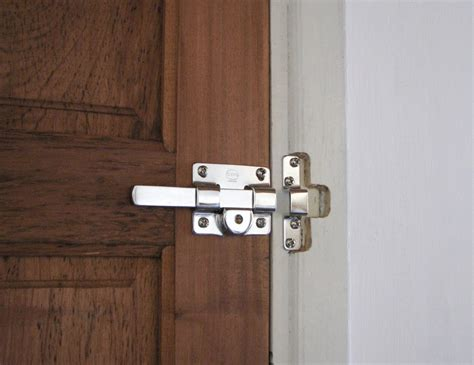 how to pick a bedroom door key lock how to break open a lock with hammer unlock door hole on