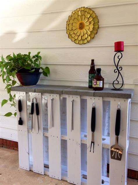 outdoor bar buffet table made out of pallet wood
