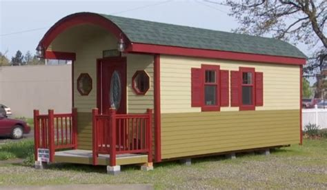 200 sq ft house 200 sq ft cottage tiny house would you live here