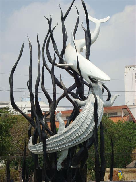Patung Ikan Marlin Dan Layaran surabaya water front city