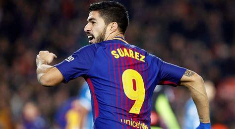 barcelonas luis suarez   weeks  knee injury