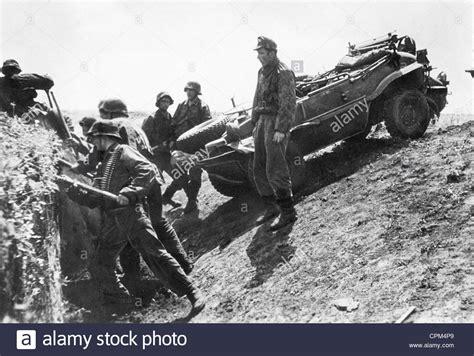 vw schwimmwagen found in forest soldiers of the waffen ss with a vw schwimmwagen 1943