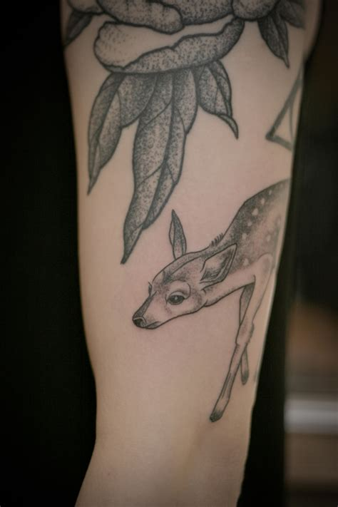 fawn tattoo no color fawn arm tattooed black and