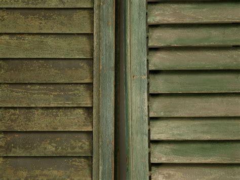 sverniciare persiane legno come verniciare finestre e persiane verniciare
