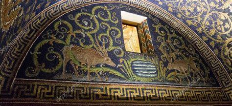 mausoleo di galla placidia interno ravenna mausoleo di galla placidia foto editoriale stock