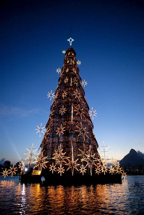 where is the biggest chistmas tree in the whole world world s largest floating tree de janeiro brazil littlepassports