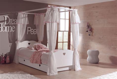 騁ag鑽e chambre fille lit baldaquin enfant so romantique de la chambre emilie