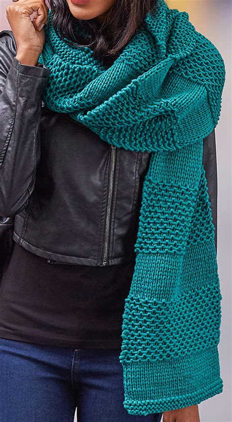 Handmade Scarves Patterns - warm up with 20 handmade scarf tutorials and patterns