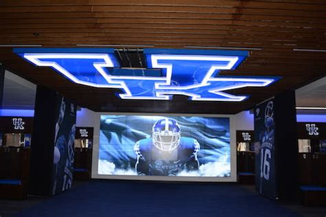 locker room ky changer kentucky s new 45 million football facility gives wildcats competitive
