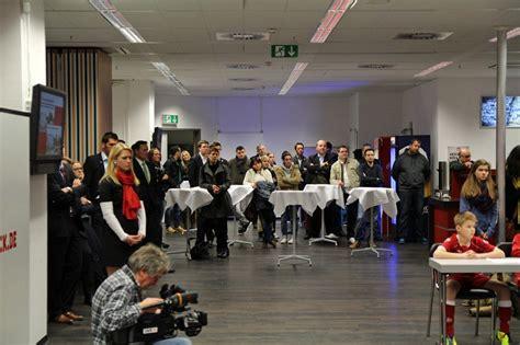 Autoaufkleber 1 Fc Kaiserslautern by Pressekonferenz Vorstellung Der Betze Fananleihe Der