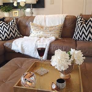 Throw Pillows For Brown Sofa Best 20 Leather Decorating Ideas On Leather Couches Leather Living Room