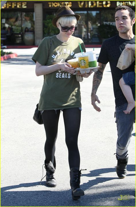 Ashlee Cares For Injured Pete Wentz by Ashlee Pete Wentz Starbucks Stop Photo 2531895