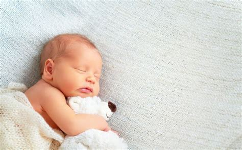 wann schlafen baby nachts durch 220 ber 1 000 ideen zu neugeborene fotografie tipps auf