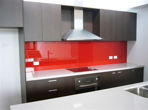 Red Kitchens With White Cabinets poser une cr 233 dence monvitrage fr