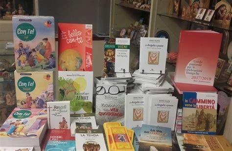 libreria san busto arsizio i libri di mons delpini riempiono le vetrine delle
