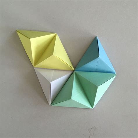 How To Make Paper Geometric Shapes - best 25 origami wall ideas on paper wall